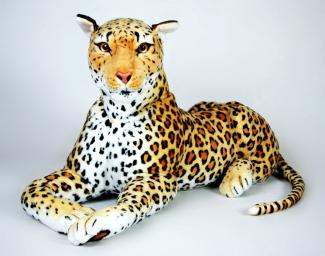 Plyšový leopard ležící.jpg