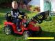 elektricky-traktor-s-ovladatelnou-lzici-cerveny-9.jpg