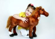 Plyšový kůň hnědý