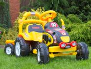 Elektrický traktor s vlekem a nářadím pro začínající, s vlastním olepením nálepek, žlutý