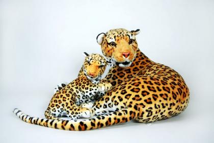 Plyšová leopardí máma s mládětem.jpg