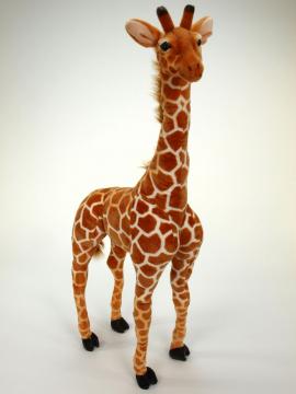 Plyšová žirafa stojící.jpg