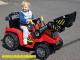 elektricky-traktor-s-ovladatelnou-lzici-cerveny-10.jpg